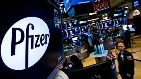 Le logo de Pfizer apparaît sur un écran à la Bourse de New York, le 29 juillet 2019 (image d'illustration).