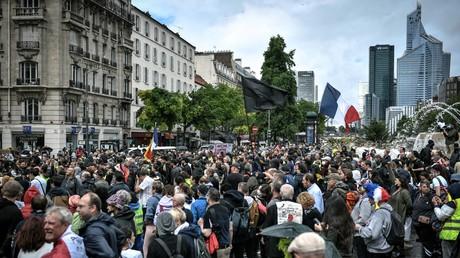 Une manifestation contre le pass sanitaire, à Neuilly-sur-Seine, le 7 août 2021 (image d'illustration)