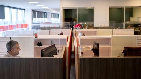 Un des premiers salariés à retrouver le travail de bureau chez FMC Corporation à Philadelphie (Pennsylvanie), aux Etats-Unis, le 14 juin 2021 (illustration).