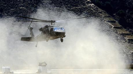 Un hélicoptère Black Hawk de l'armée américaine se pose dans le district de Nari en Afghanistan, en août 2011 (image d'illustration). Une décennie plus tard, les Taliban ont mis la main sur des Black Hawks.
