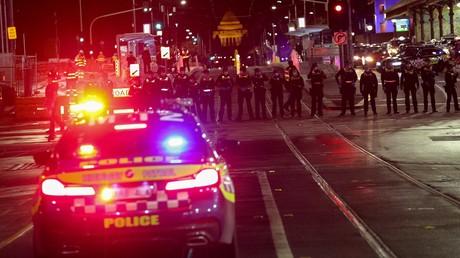 Affrontements entre manifestants anti-confinement et policiers en Australie