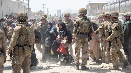 De nombreux Afghans tentent de fuir Kaboul en se rendant à l'aéroport de la ville (image d'illustration).