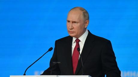 Vladimir Poutine devant le congrès du parti Russie Unie