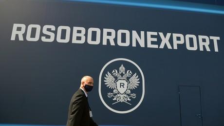 Le logo de l'agence russe Rosoboronexport au salon international de l'aviation et de l'espace MAKS 2021, près de Moscou, le 20 juillet 2021.