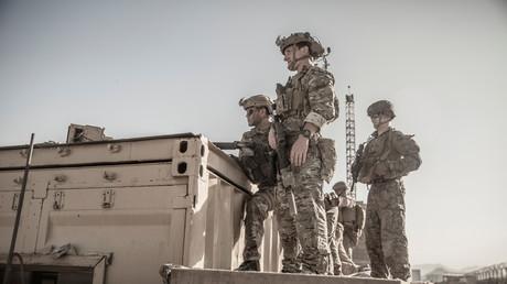 Des soldats américains lors d'une évacuation à l'aéroport de Kaboul, en Afghanistan, le 26 août 2021 (image d'illustration).