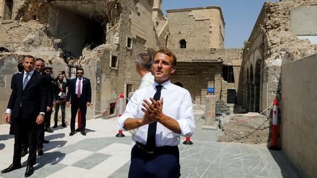 Le président français Emmanuel Macron dans la vieille ville de Mossoul, en Irak, le 29 août 2021.