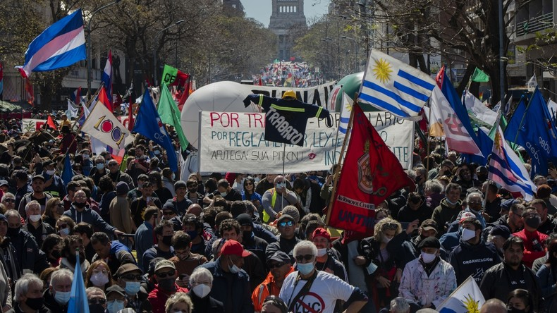 Uruguay : grève générale et manifestations massives contre la politique libérale du gouvernement