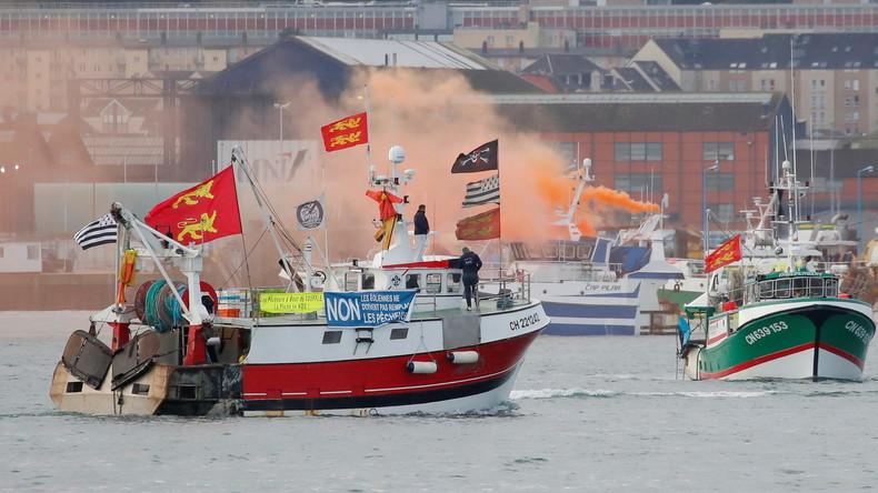 «Touche pas à ma mer» : manifestations tendues à Cherbourg et au Havre contre l'éolien (VIDEOS)