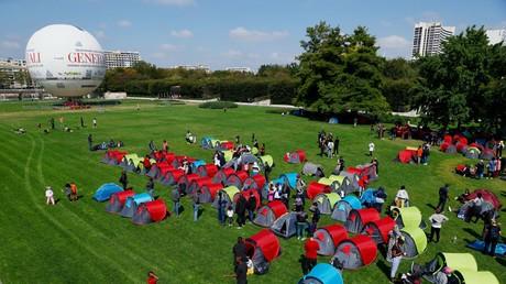 Le parc André Citroën dans le XVe arrondissement de Paris est occupé par un campement monté le 1er septembre à 13h par le collectif Réquisition.