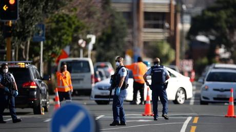 La police sur les lieux d'une attaque menée par un musulman taboul dans un centre commercial à Auckland, en Nouvelle-Zélande, le 3 septembre 2021.