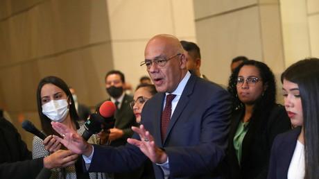 Jorge Rodriguez, président du Congrès vénézuélien et chef de l'équipe de négociation de Maduro, s'adresse aux médias après des négociations pour tenter de résoudre la crise politique du pays, à Mexico, Mexique, le 6 septembre 2021.