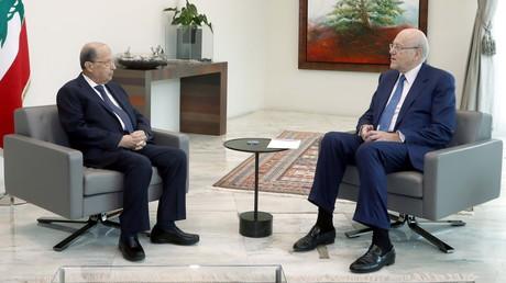Le président libanais Michel Aoun rencontre le Premier ministre Najib Mikati, au palais présidentiel de Baabda le 10 septembre 2021.