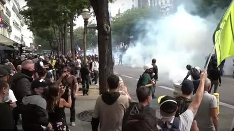 Tensions lors de l'une des manifestations contre le pass sanitaire à Paris le 11 septembre 2021.