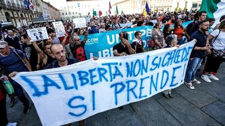 De Paris à Vilnius, les opposants au pass sanitaire se sont mobilisés dans toute l'Europe