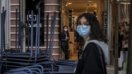 Le port du masque en extérieur n'est plus obligatoire au Portugal
