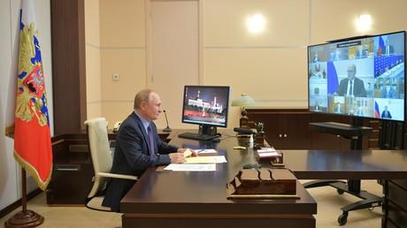 Vladimir Poutine annonce que «des dizaines de personnes» de son entourage ont le Covid