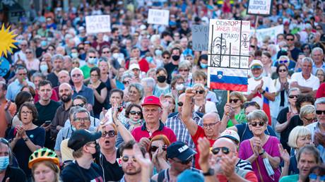 Slovénie : la police disperse des milliers d'opposants au pass sanitaire (VIDEO)
