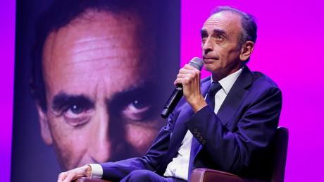 Eric Zemmour prend la parole pour promouvoir son dernier livre, «La France n'a pas dit son dernier mot», lors d'un festival littéraire à Toulon, le 17 septembre 2021.