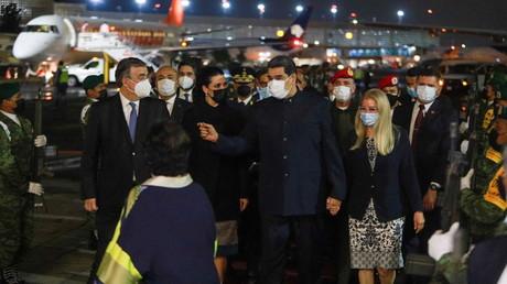 Le ministre mexicain des Relations étrangères Marcelo Ebrard s'entretient avec le président vénézuélien Nicolas Maduro et son épouse Cilia Flores, à l'aéroport international de Mexico, Mexique, le 17 septembre 2021 (image d'illustration).