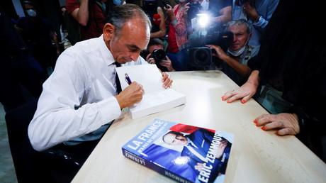 Eric Zemmour dédicace son nouveau livre, «La France n'a pas dit son dernier mot», à Toulon, le 17 septembre 2021 (image d'illustration).