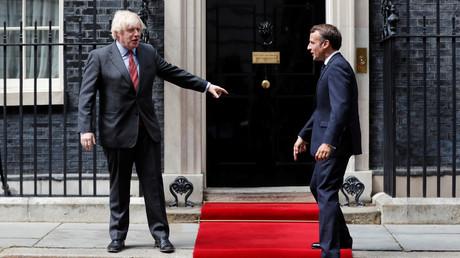 Le Premier ministre britannique Boris Johnson et le président français Emmanuel Macron à Downing Street à Londres, le 18 juin 2020 (image d'illustration).
