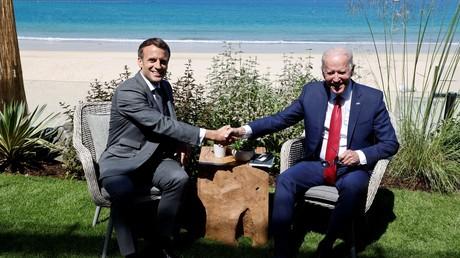 Le président français Emmanuel Macron et son homologue américain Joe Biden au sommet du G7 à Cornwall en Grande Bretagne, le 12 juin 2021 (image d'illutration).
