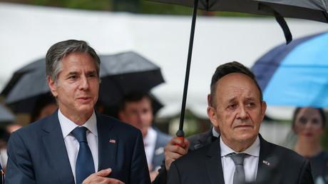 Antony Blinken et Jean-Yves Le Drian devant la résidence de l'ambassadeur de France à Washington, le 14 juillet 2021.