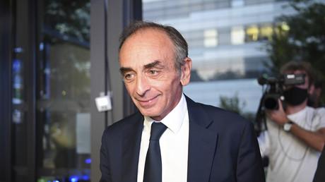 Eric Zemmour est photographié avant un débat télévisé sur BFMTV avec  Jean-Luc Mélenchon, le 23 septembre 2021.