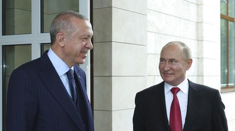 Poutine recommande à Erdogan de se faire vacciner avec Spoutnik V