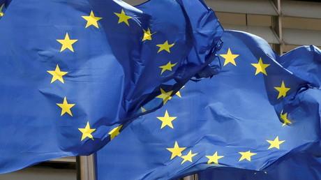 Des drapeaux de l'Union européenne flottent devant le siège de la Commission européenne à Bruxelles (image d'illustration).