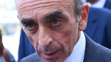 Eric Zemmour serait interdit d'antenne sur France Télévisions, d'après un lapsus d'un journaliste démenti par la suite.