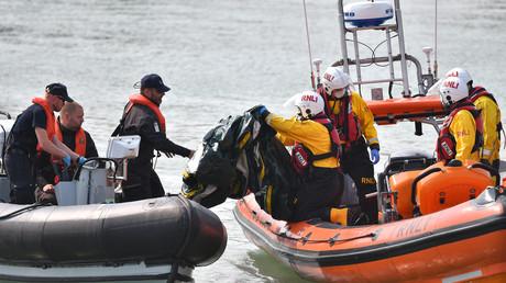 Un canot de migrants qui traversait la Manche est remis à la Border Force, dans le sud-est de l'Angleterre, le 11 septembre 2020.