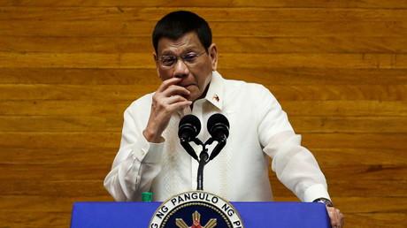 «Piquons-les pendant qu'ils dorment» : la proposition de Duterte pour vacciner les plus sceptiques