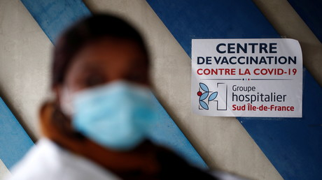 Selon le gouvernement, la part de la population majeure complètement vaccinée à Paris est de… 103%