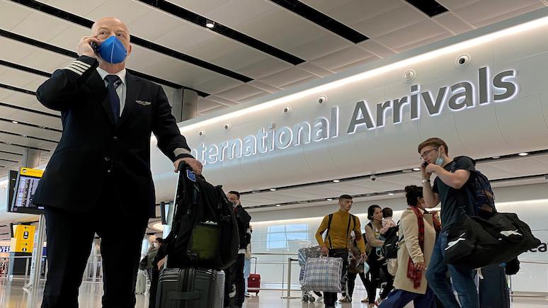 Guardian: «у нас даже не измерили температуру» — пассажиры рассказали о неразберихе в британских аэропортах