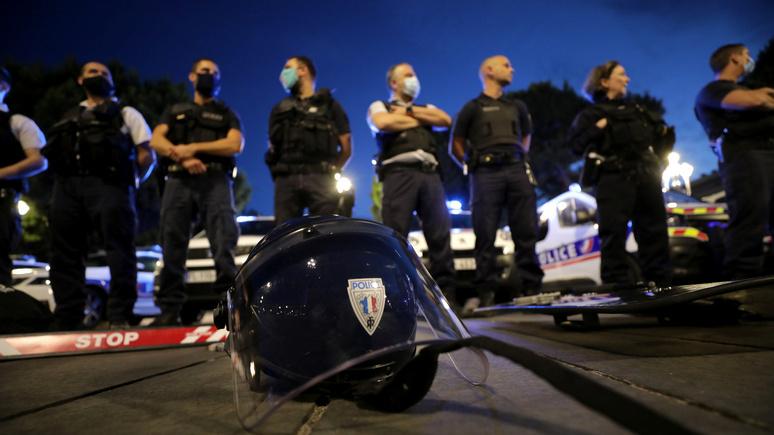Le Figaro: «с широко закрытыми глазами» — французские полицейские стали заложниками борьбы с расизмом