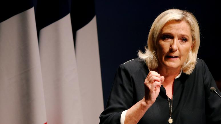 Le Figaro: Ле Пен вступилась за французскую полицию и потребовала отставки главы МВД