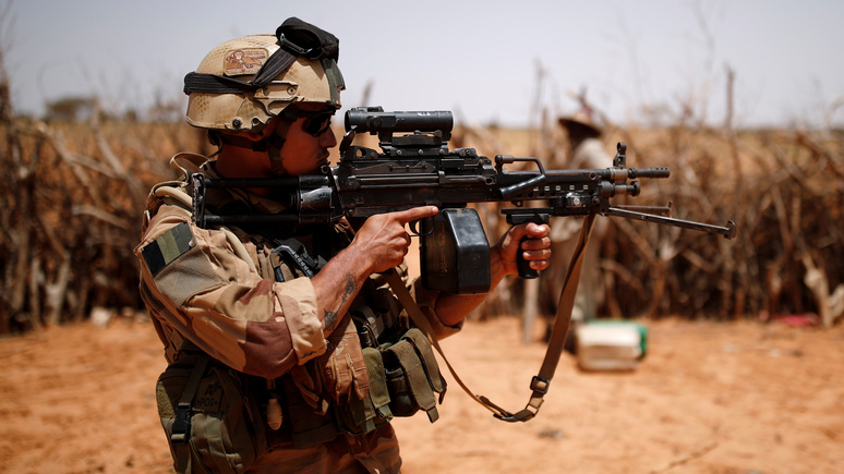 Le Monde: французская армия отныне готовится к войне с «симметричным» противником