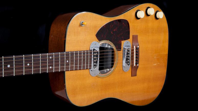 Das Erste: проданная на аукционе гитара Курта Кобейна стала самой дорогой в истории