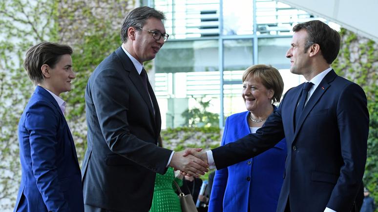 Süddeutsche Zeitung: Меркель и Макрону будет трудно примирить Сербию и Косово