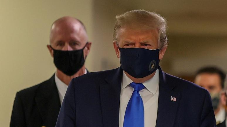 CNBC: Трамп впервые появился на публике в маске