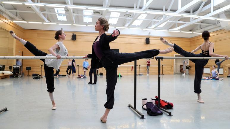 Midi Libre: «правила строже, но прогресса больше» — 15-летняя француженка рассказала об учёбе в школе танцев при Большом театре