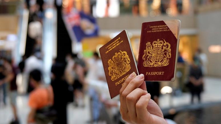 Telegraph: предложением Джонсона перебраться в Британию воспользуются около 200 тыс. жителей Гонконга