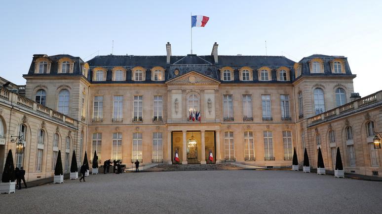 Libération: «построен на деньги работорговца» — Макрону напомнили о постыдном прошлом Елисейского дворца