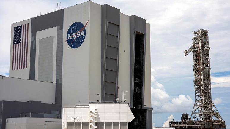 Reuters: несмотря на критику со стороны Рогозина, NASA рассчитывает на поддержку России в лунном проекте