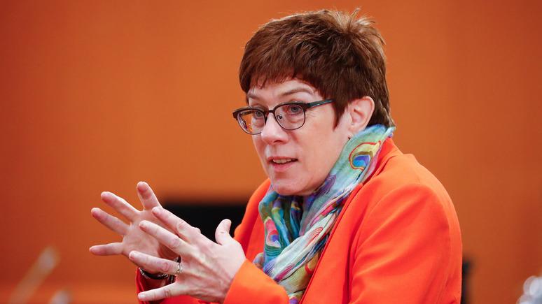 Министр обороны ФРГ: Россия очень агрессивно отстаивает свои интересы