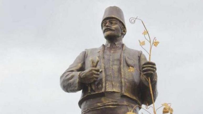 СТРАНА: из Ленина сделали болгарина с виноградной лозой