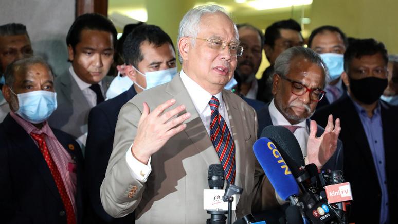 Straits Times: экс-премьера Малайзии приговорили к 12 годам тюрьмы за коррупцию