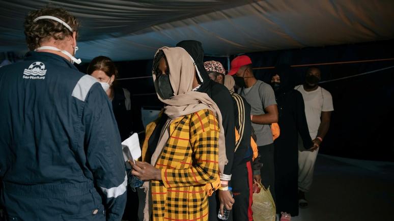 WSJ: власти Италии отправят на Сицилию военных, чтобы не допустить побега мигрантов с карантина