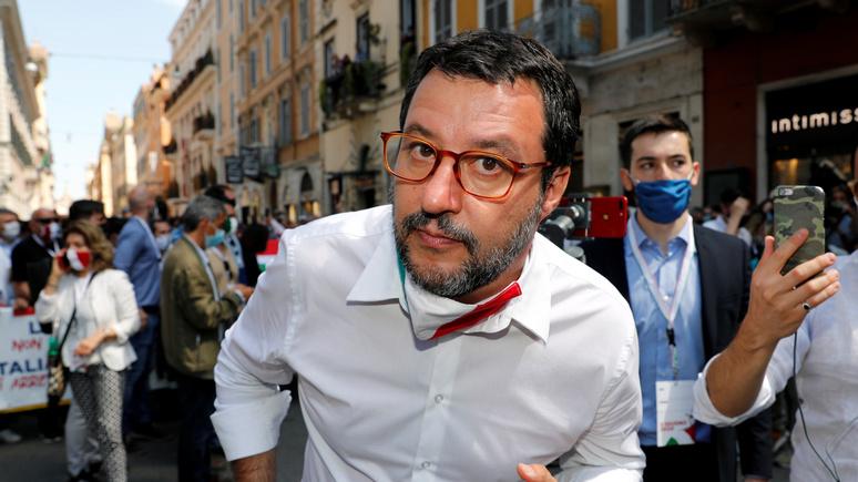 Le Monde: итальянскому экс-министру грозит 15 лет тюрьмы — не пускал мигрантов в страну